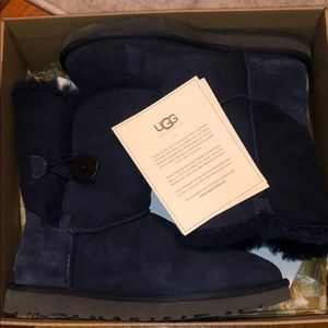 UGG short navy Bailey button boots NEW